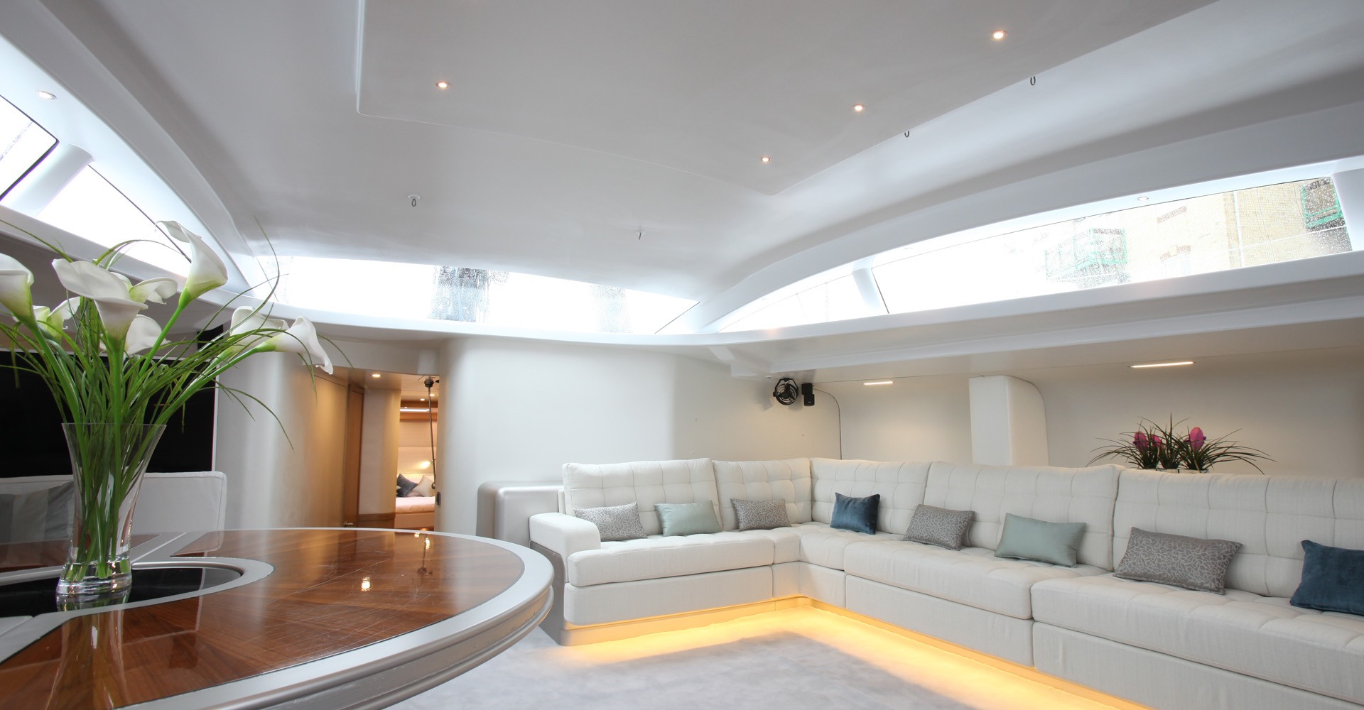 Saloon of sailing yacht Leopard 3