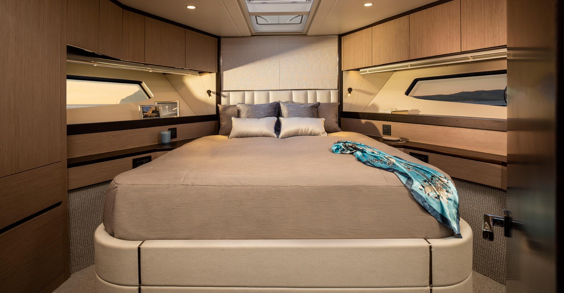 Sunseeker Manhatten 55 yacht