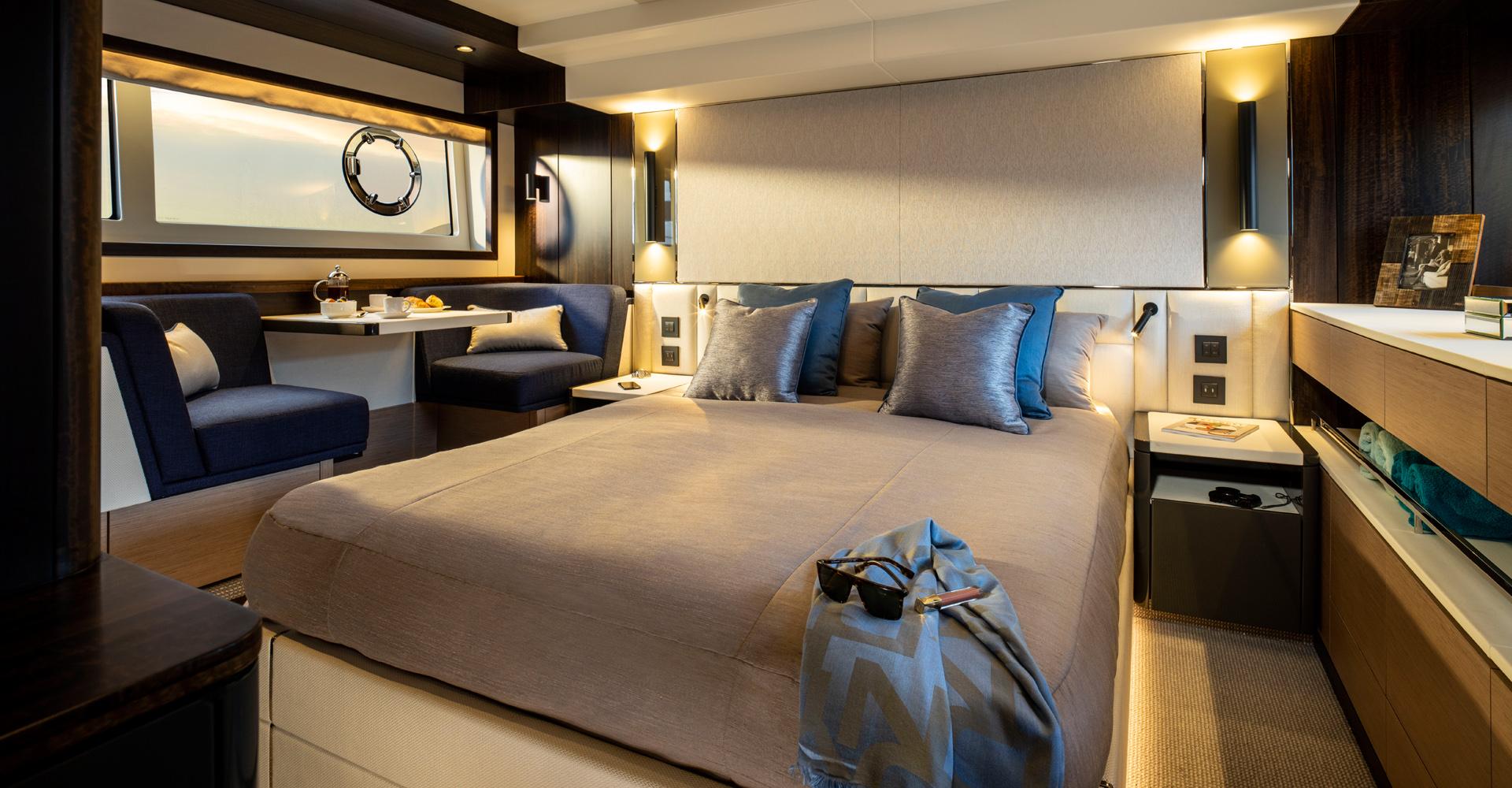 Sunseeker Manhatten 55 master cabin